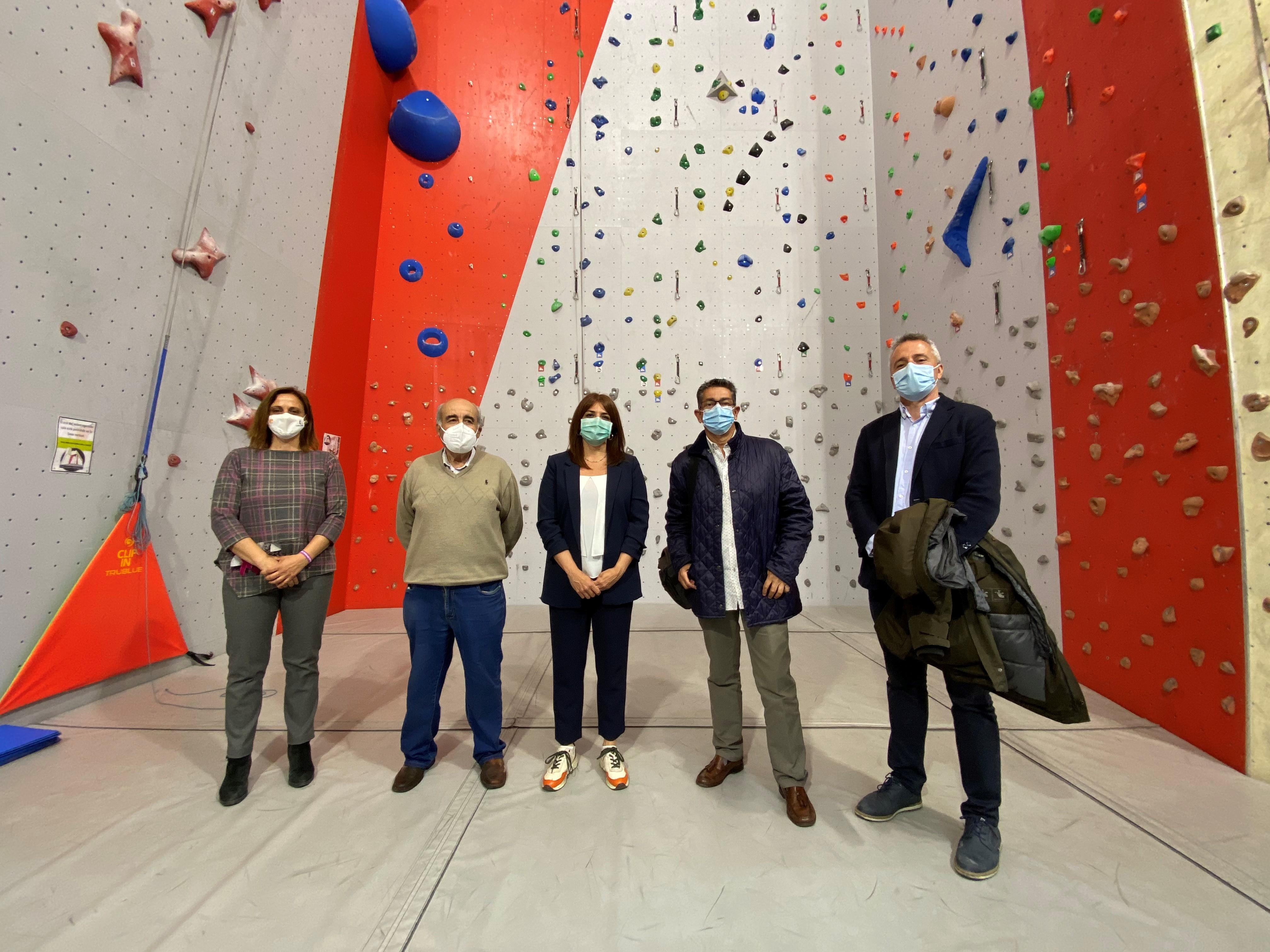 La directora general de Juventud y Deportes con su homólogo de Aragón y los responsables de la federación