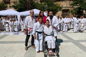 Concentración de karatekas en Cebolla