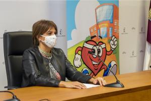 La directora general de Juventud y Deportes en rueda de prensa de presentación de los PES