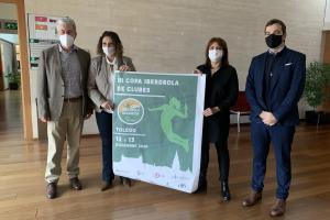 Las autoridades con el Cartel del evento que se celebra en Toledo