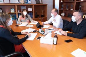 Reunión de la directora general de Juventud y Deportes con federación de baloncesto
