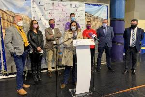 El Quabit Guadalajara de balonmano, junto a la viceconsejera de Cultura y Deportes