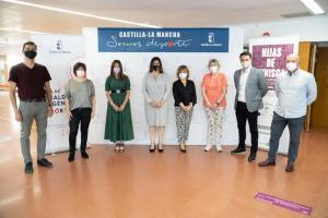 Ponentes y autoridades previa celebración de la proyección y debate sobre el film Hijas de Cynisca