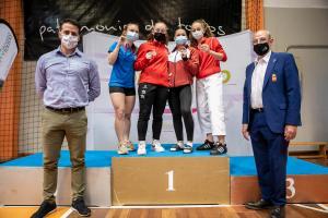 El director general de Juventud y Deportes, con el presidente de la federación regional de kárate.