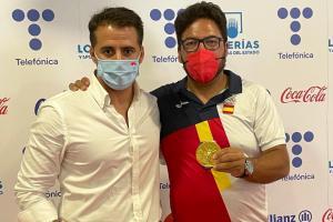 El director general de Juventud y Deportes con el medallista olímpico Alberto Fernández
