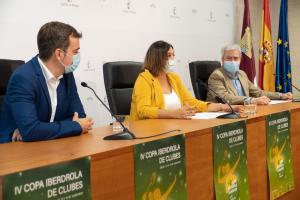 La viceconsejera de Cultura y Deportes presenta el torneo de bádminton