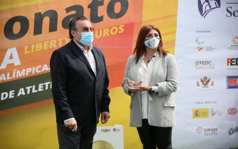 La directora general de Juventud y Deportes junto al presidente del Comité Paralímpico Español